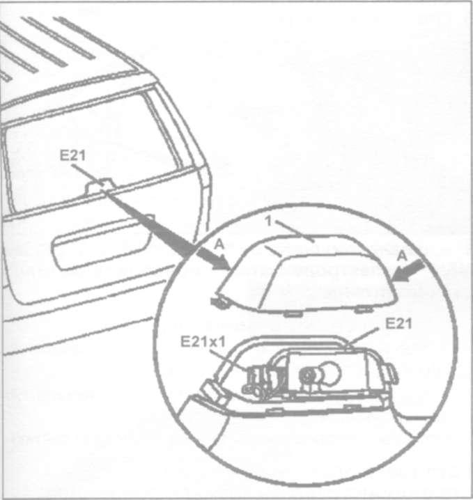 25.8 Снятие и установка заднего комбинированного фонаря